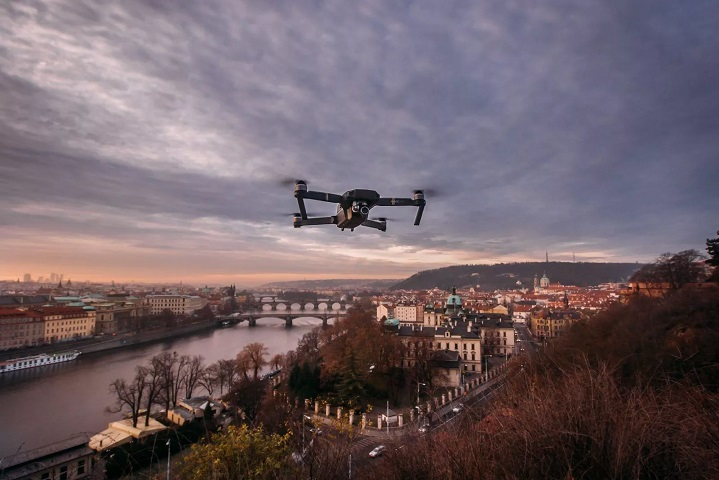 Flying in the city by drone f
